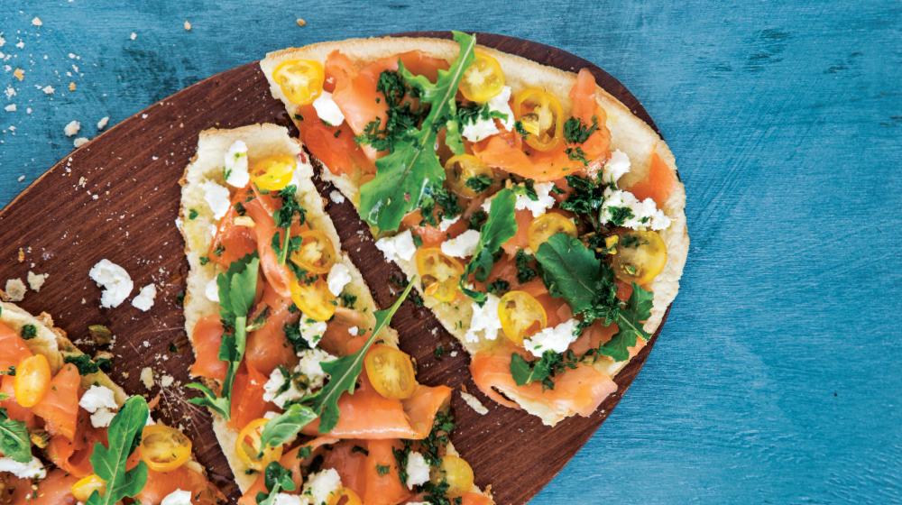 Pizza italiana de salmón y queso de cabra