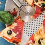 Pizza de salami y jitomate deshidratado