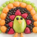 Postres para niños con frutas: pavo real de colores