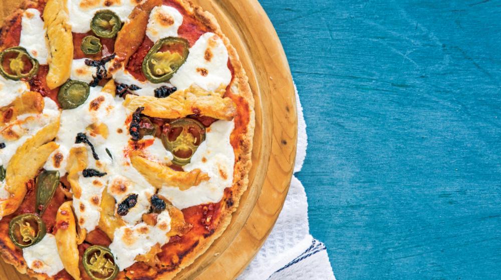 Pizza de pollo y jalapeño: receta de una pizza casera deliciosa