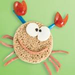 Sándwich de salchicha en forma de cangrejo