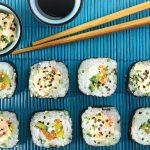 sushi roll de vegetales con queso