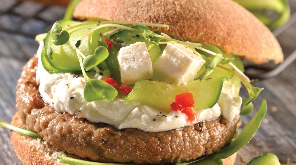 Hamburguesa griega con queso gruyère