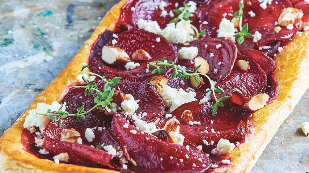Pizza de hojaldre con betabel