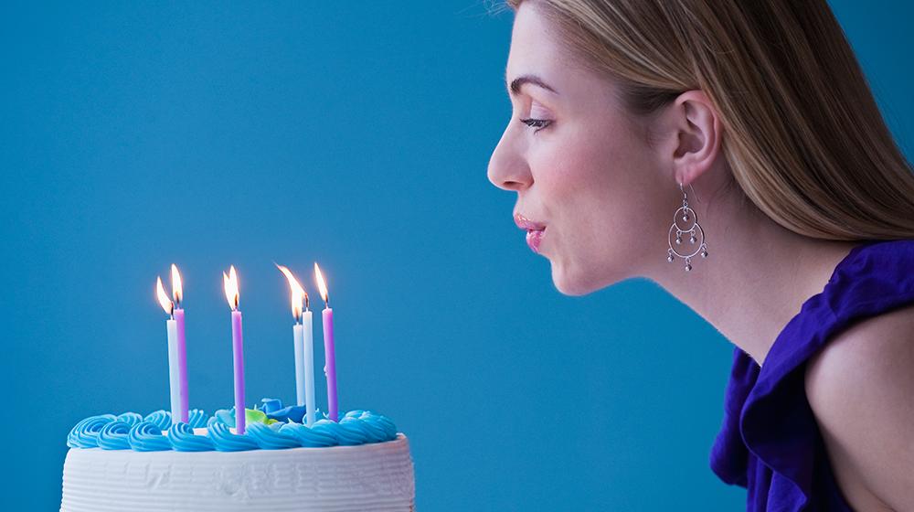 ¿Por qué soplar velas de pastel no es tan buena idea?