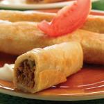 Tacos dorados de picadillo de res con verduras