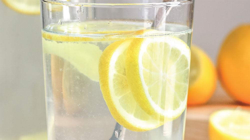 para que sirve el agua de kion con limon
