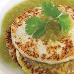 Queso panela asado con salsa verde