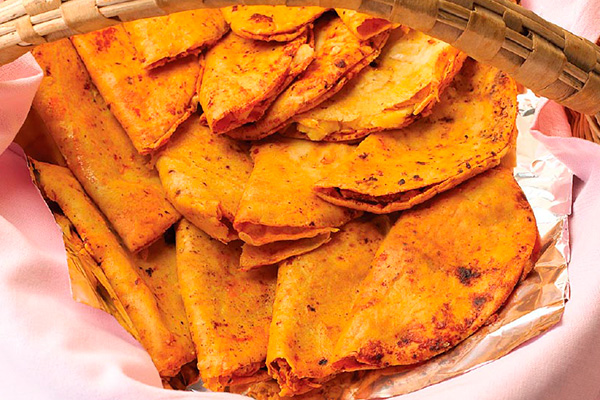 Tacos de canasta de frijoles con chorizo