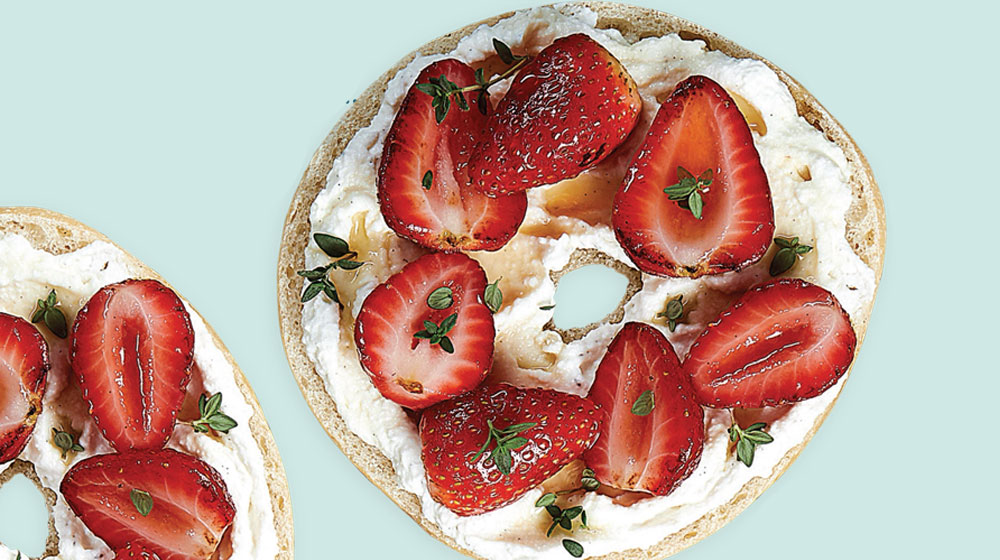 bagel dulce de riccotta y fresa