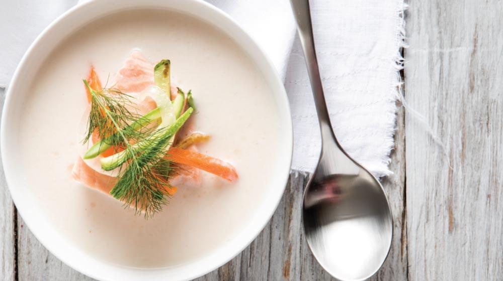 sopa de yogur con salmón