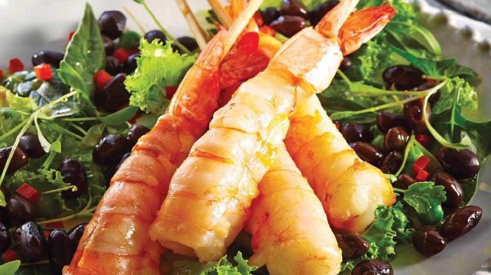 brochetas de camarón