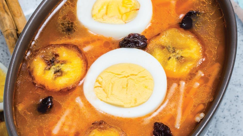 sopa de fideos con huevo
