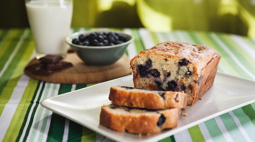 pan de centeno, arándanos y almendras