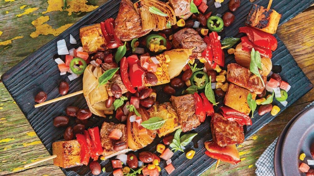 como hacer brochetas de carne con piña y toppings de frijoles