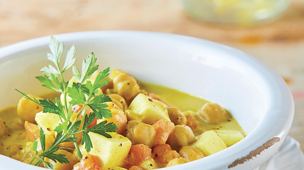 curry con verduras, tofu y garbazno