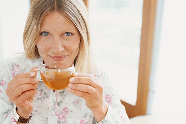 beneficios del té de zacate de limón