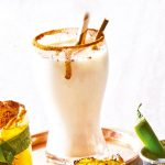 coctel de mezcal con toronja y jalapeño