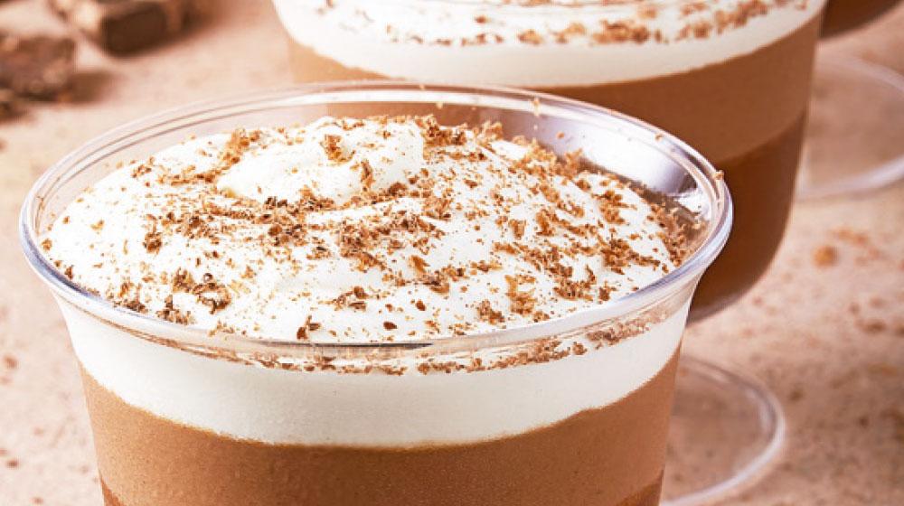 gelatina de chocolate con crema batida