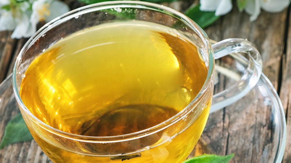 taza de te de zacate de limon