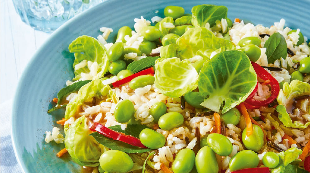 Arroz Integral Preparación Con Ensalada De Edamame Zanahoria Y Coles Cocina Fácil