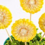 Brochetas de frutas para niños: macetas con elotes