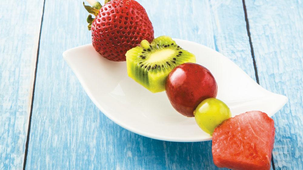 Cómo hacer brochetas de fruta fáciles y deliciosa