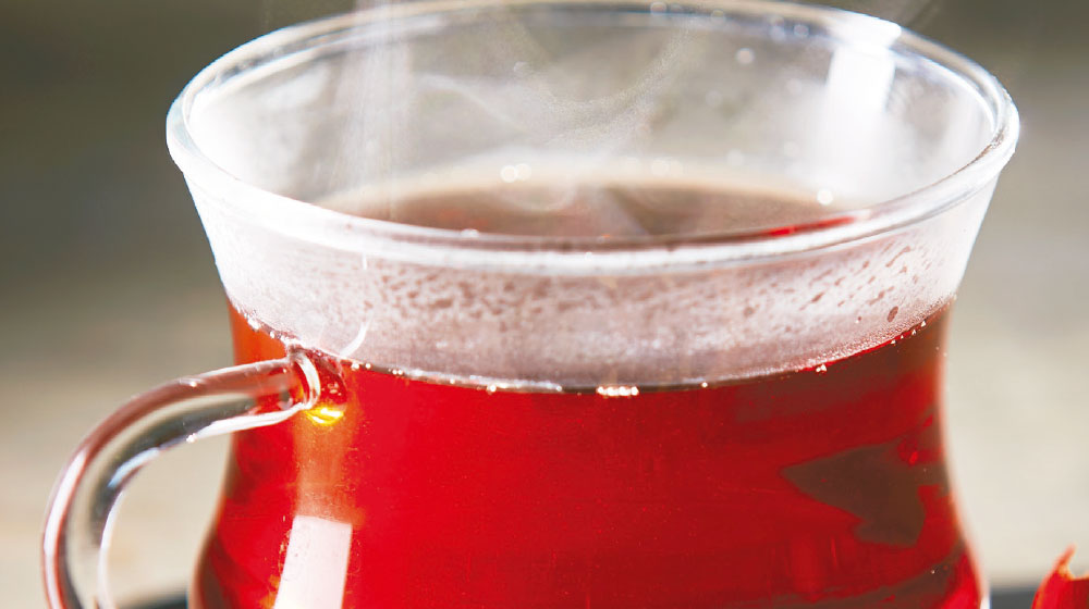 Receta de té chai tradicional con canela y cardamomo