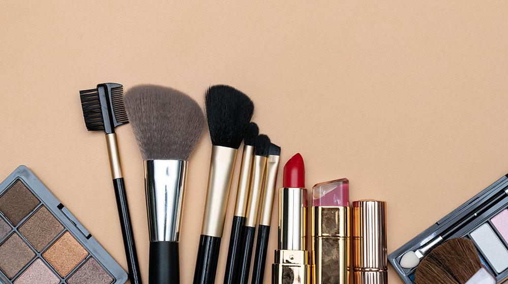 Cómo limpiar brochas y estuches de maquillaje