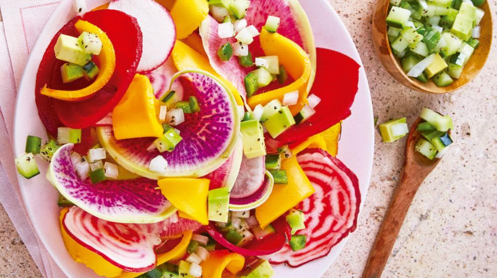 Ensalada de betabel con mango y aguacate