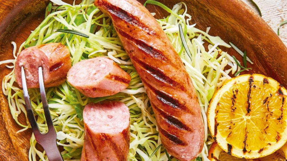 Ensalada de col con salchicha argentina
