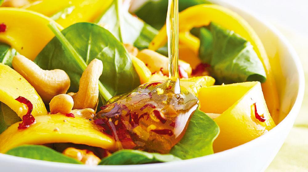 Ensalada de mango y salsa con chile de arbol