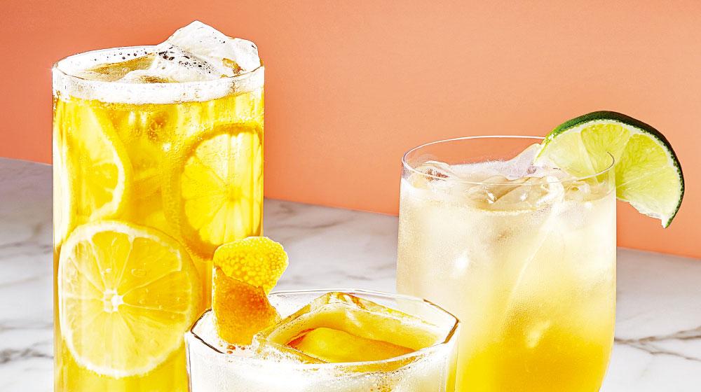 Margarita de piña y cúrcuma