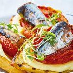 Receta de crostini con jitomate rostizado y sardina