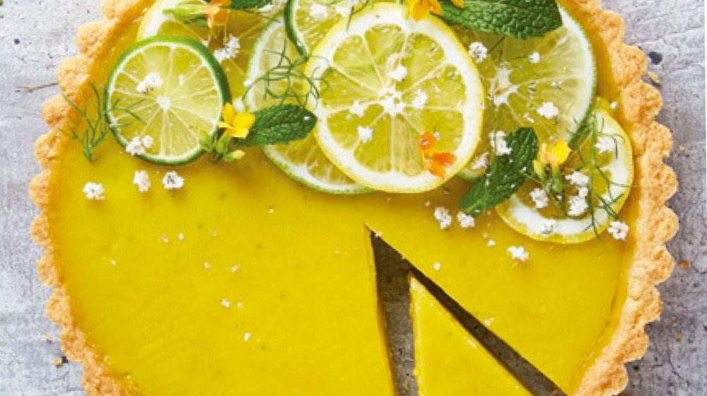 Trta de limón con rodajas de cítricos