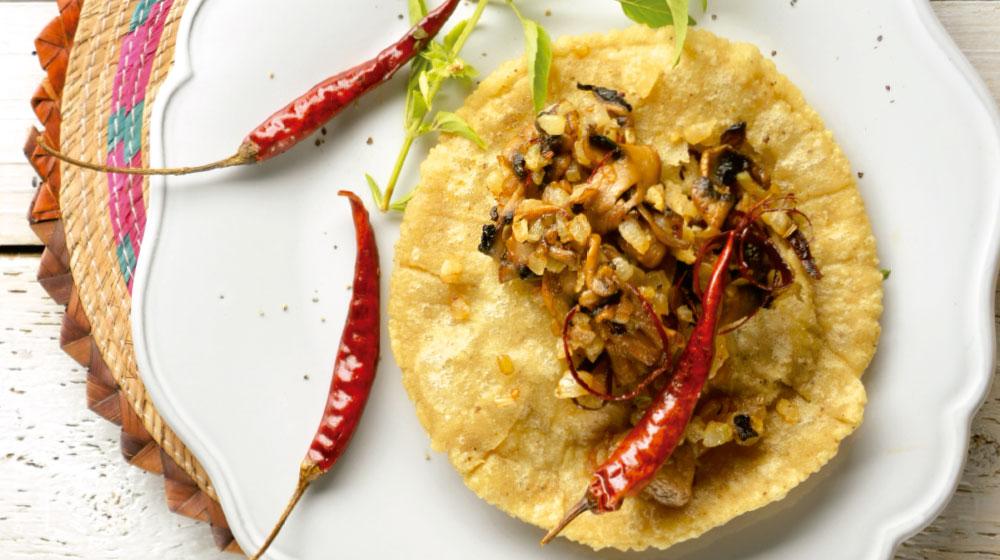 Chalupas de Guerrero con champíñones y guajillo