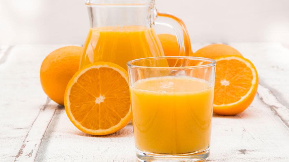 jugo de naranja para desayunar