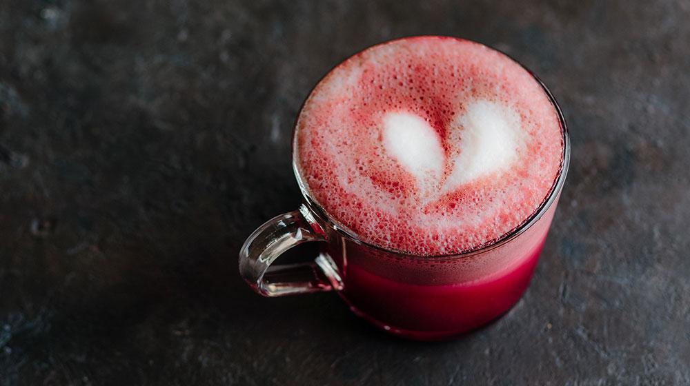 Cómo hacer un pink latte de betabel