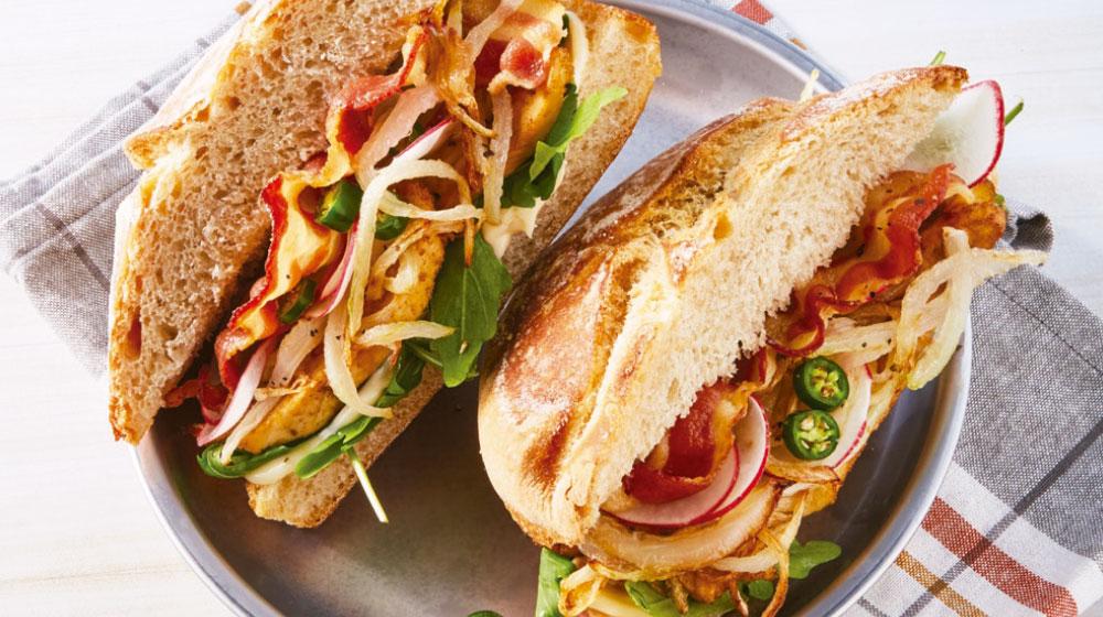 Sándwich de pollo con tocino