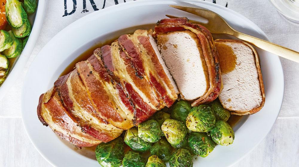 Lomo de cerdo envuelto en tocino con salsa de maple