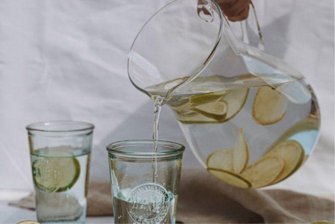 Toma más agua para tener hábitos alimenticios sanos
