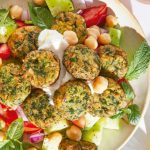 Ensalada de garbanzo con falafel