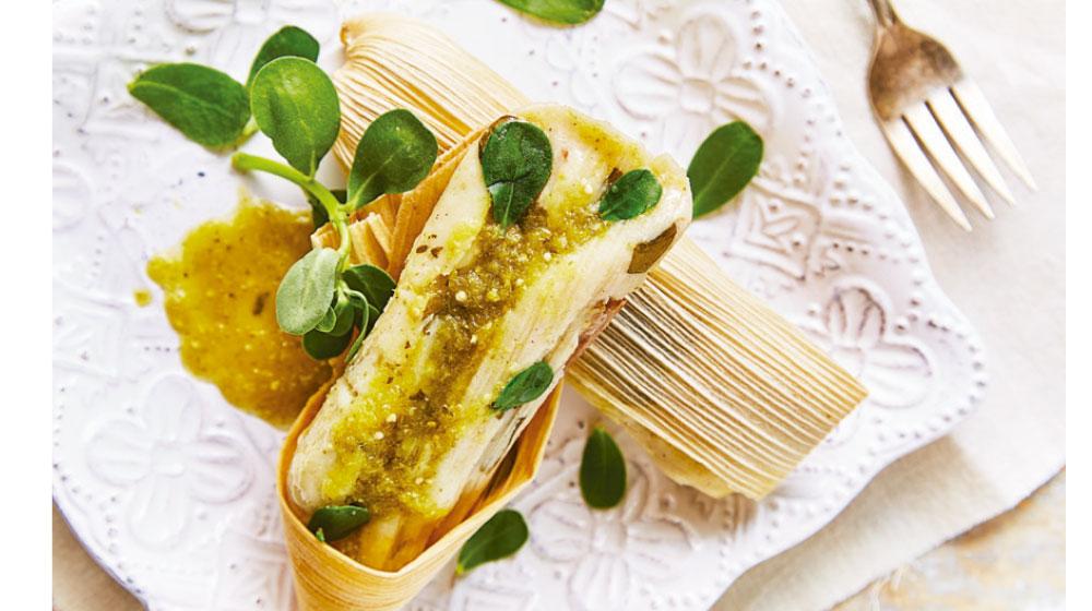 Tamal de verdolagas en salsa verde