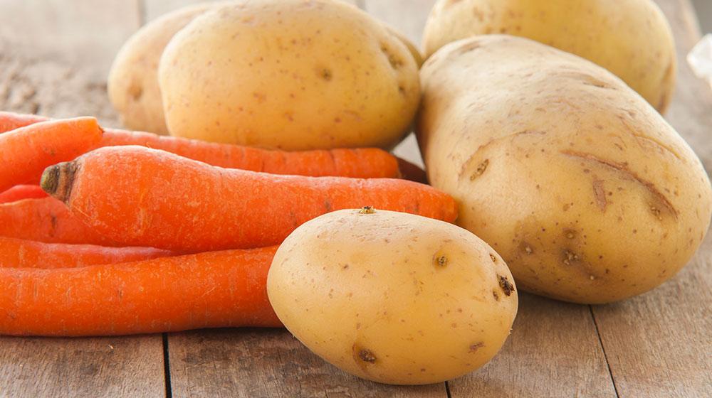Cáscara de papa y zanahoria