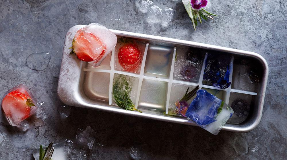 Snacks saludables: cubos de hielo con fruta