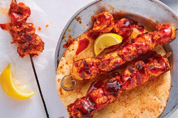 Recetas con pollo, recetas de pollo: Brochetas de muslos de pollo asados con miel y especias