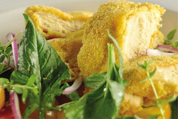 Recetas con pollo, recetas de pollo: Pechuga de pollo empanizada con polenta y ensalada sin gluten