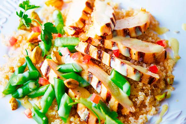 Recetas con pollo, recetas de pollo saludables: ensalada de pollo asado con quinoa