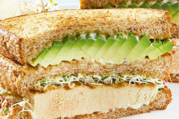 Recetas con pollo, recetas de pollo: Sándwich de pollo asado con aguacate y manzana