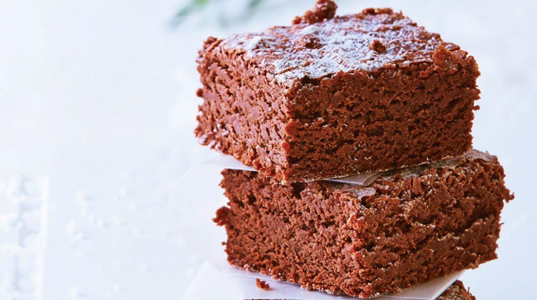 Brownie con azúcar glas